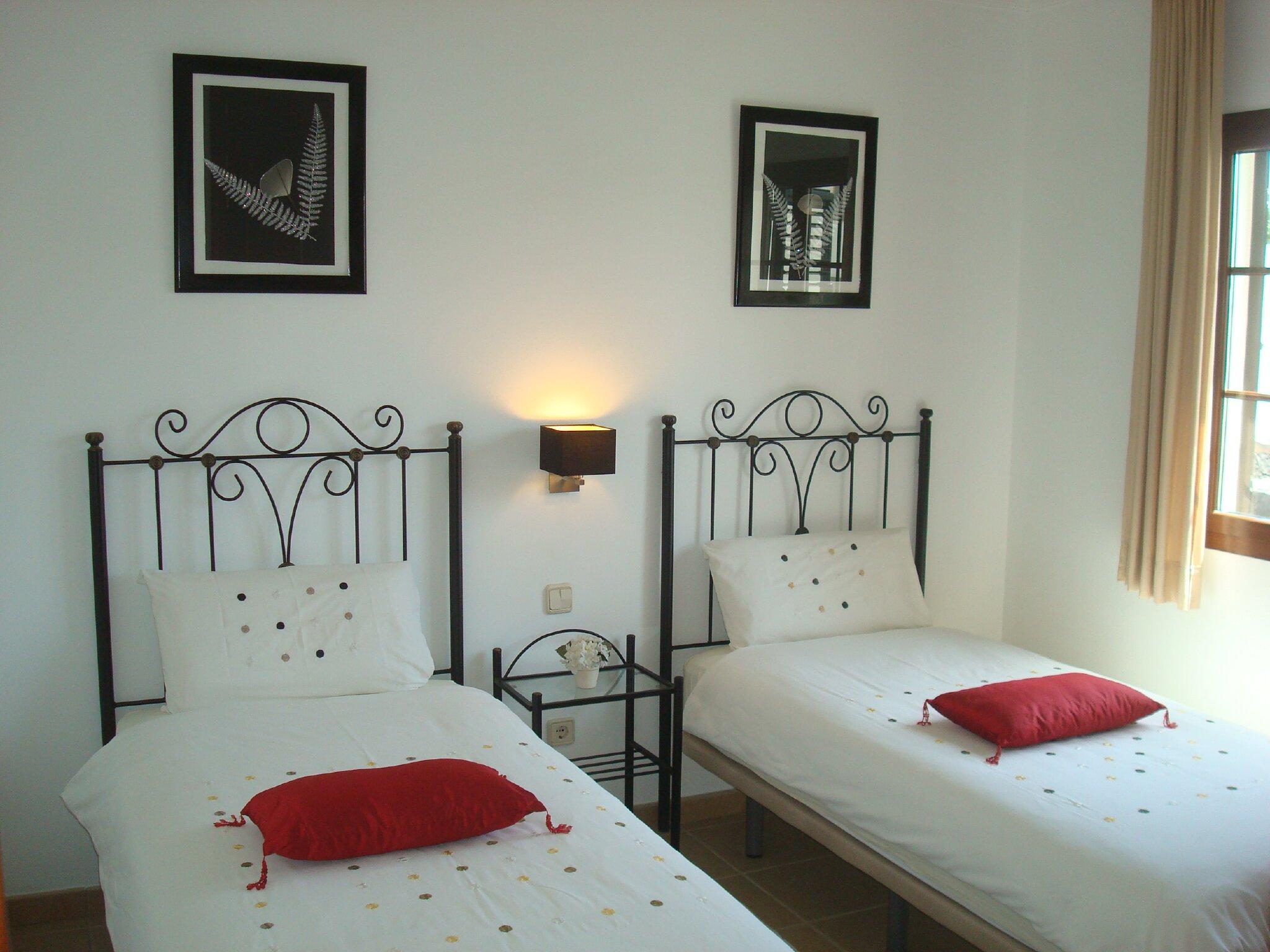 zweites Einzelbett-Schlafzimmer