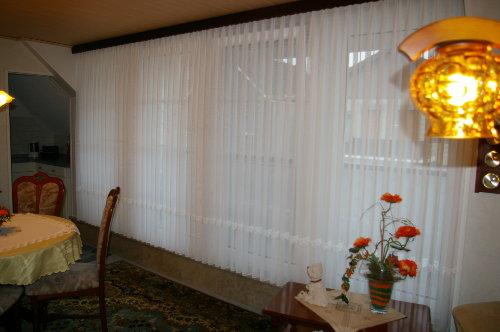Wohnzimmer, Blick zum Balkon