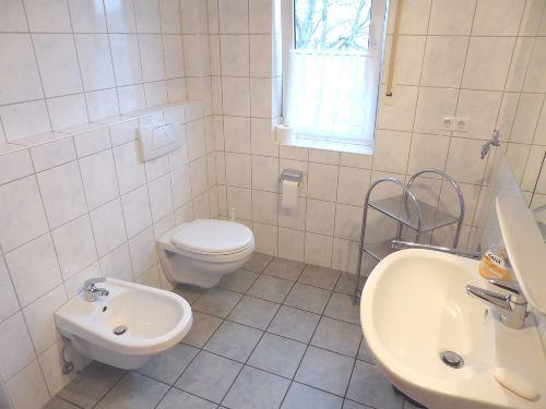 Das geräumige Duschbad mit Bidet