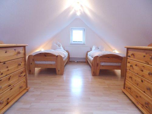 Großes Dachstudio mit zwei Einzelbetten