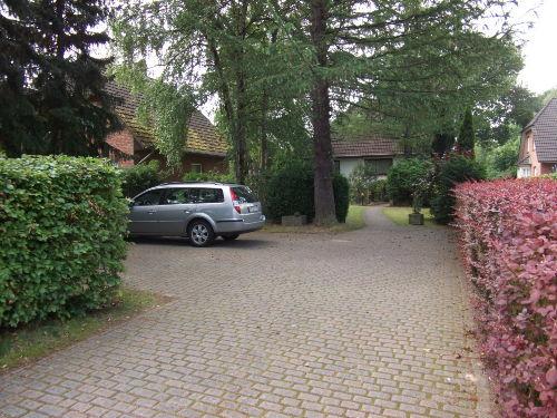 Garten und Parkplätze vorhanden