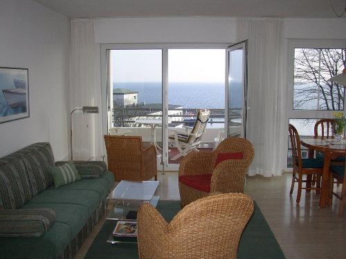 Gro�, hell: Meerblickwohnraum und Balkon