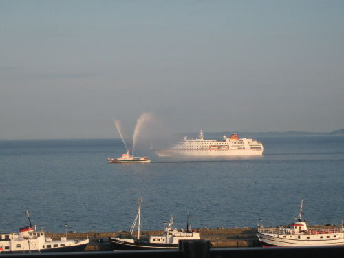 Schnappschu� vom Balkon - Feuerl�schboot