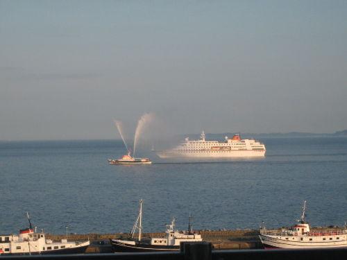 Schnappschuß vom Balkon - Feuerlöschboot