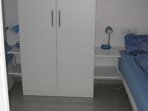 Schlafzimmer mit Kleiderschrank+Überbau