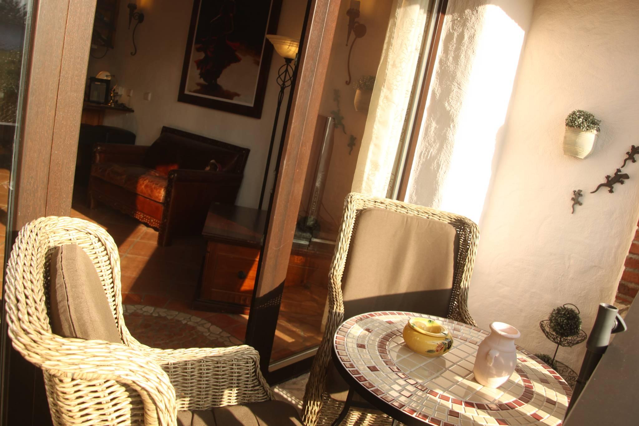 Frühstücksbereich und Hotelbar