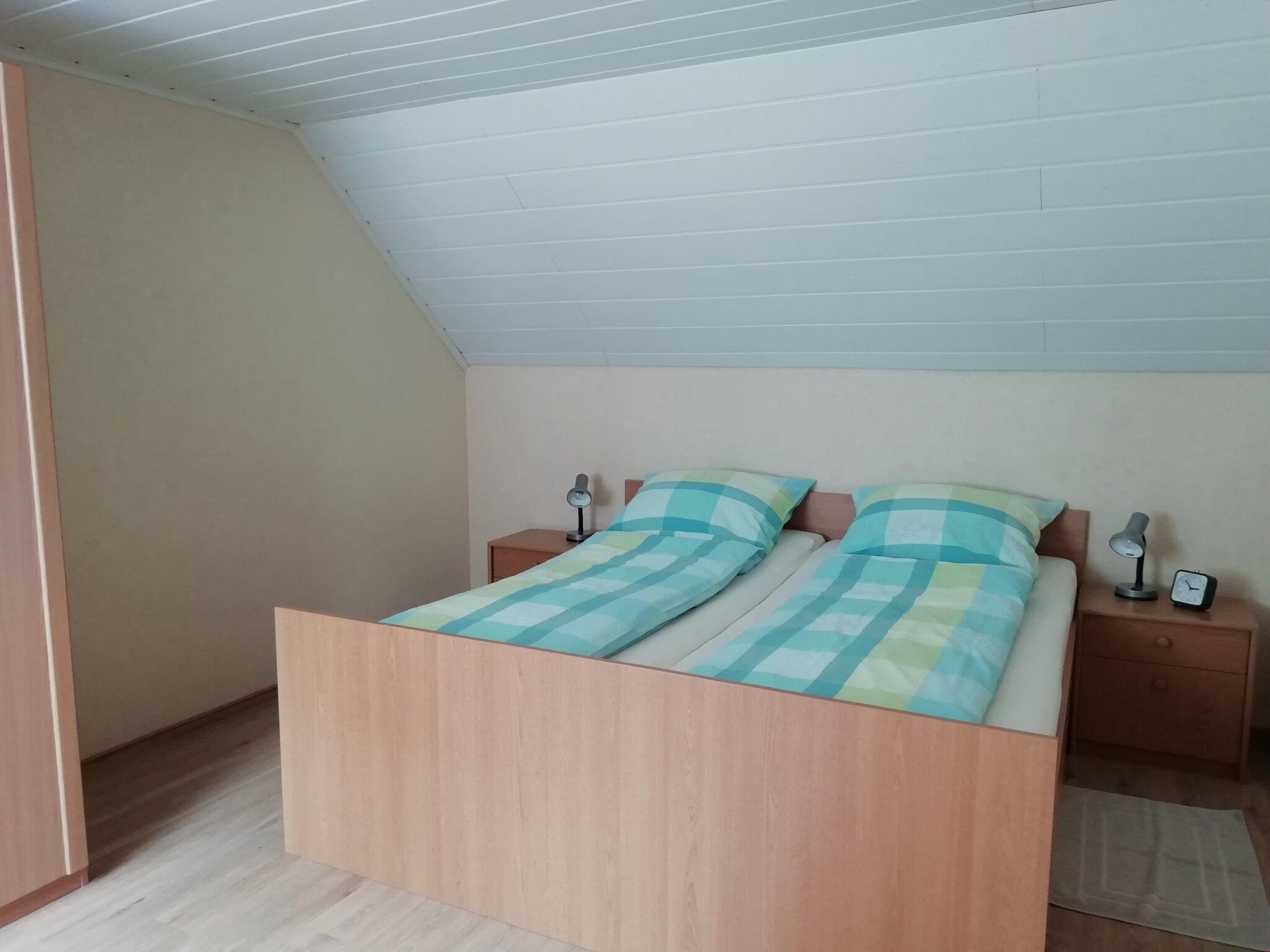Schlafzimmer 1mit Kinderbett