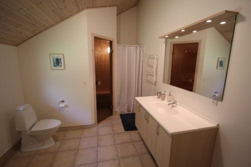 Grosse Bäder, Whirlpool Sauna und Dusche