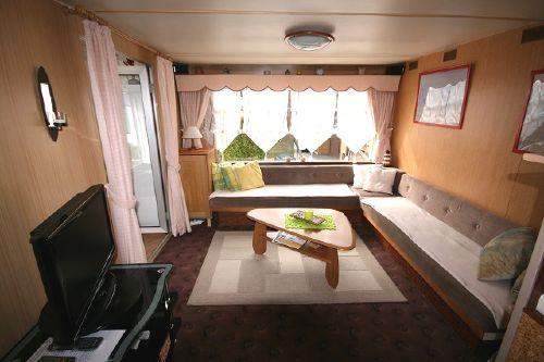 Wohnzimmer mit Fernsehr und W-Lan