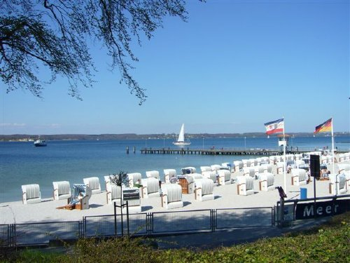 Strand und Schiffsanleger