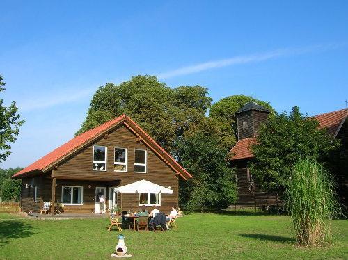 Ferienhaus mit Dorfkirche (Ost-Ansicht)