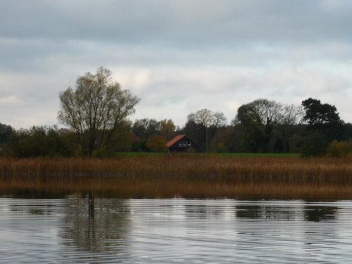Haus vom Wasser gesehen (Ost-Ansicht)