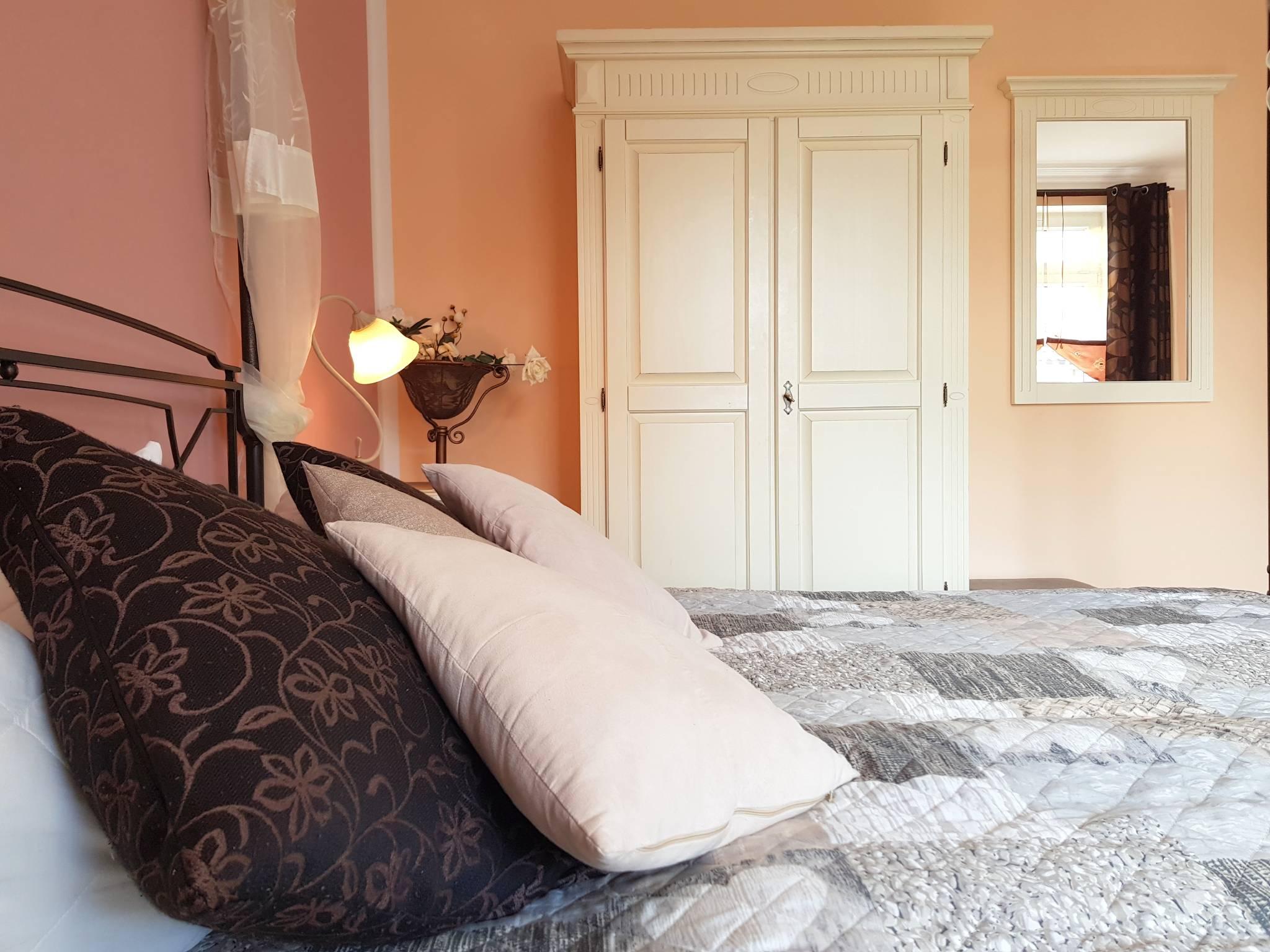 1. Schlafzimmer mit Himmelbett