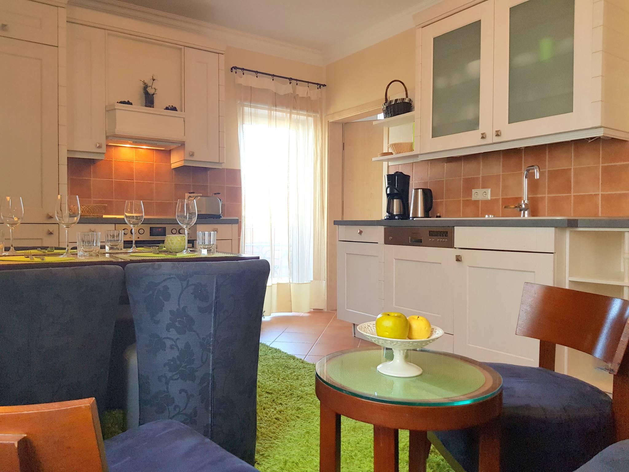 Sofa-Sitzgruppe in der Wohnküche