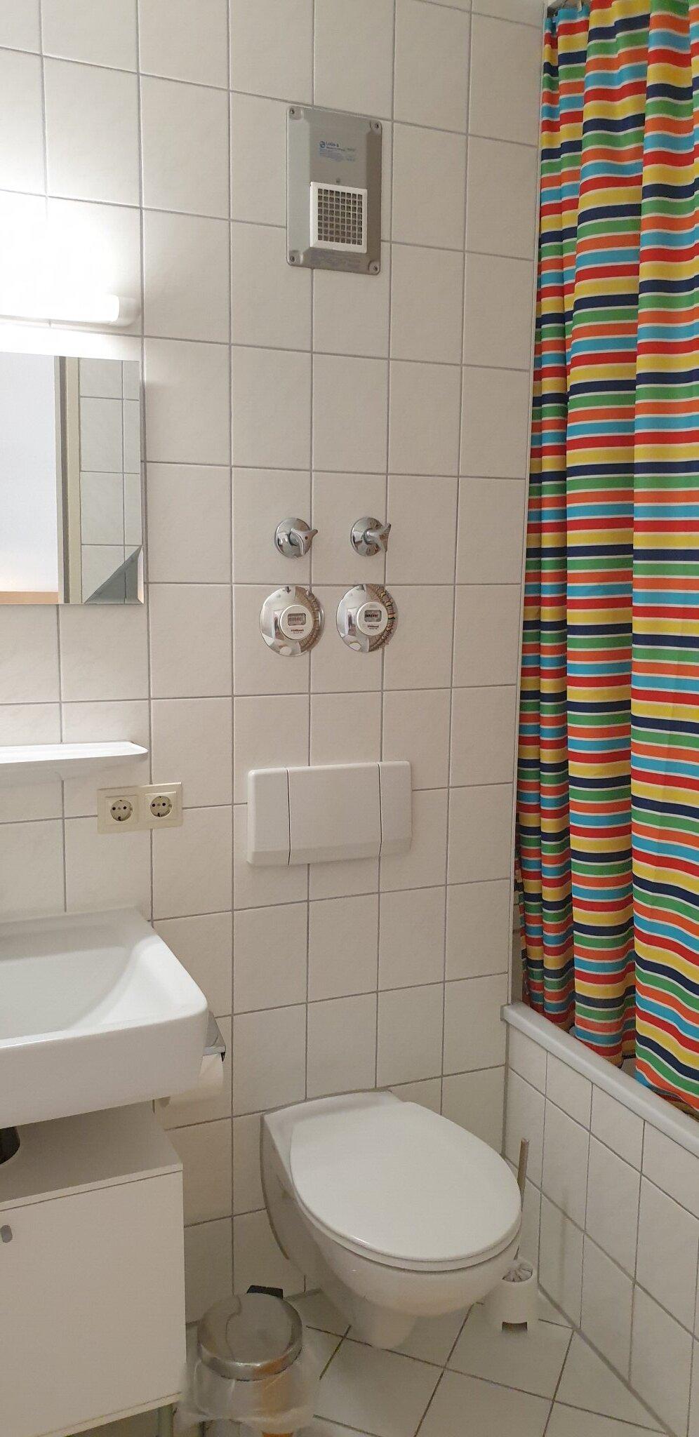 Bad mit Duschbad (Badewanne)