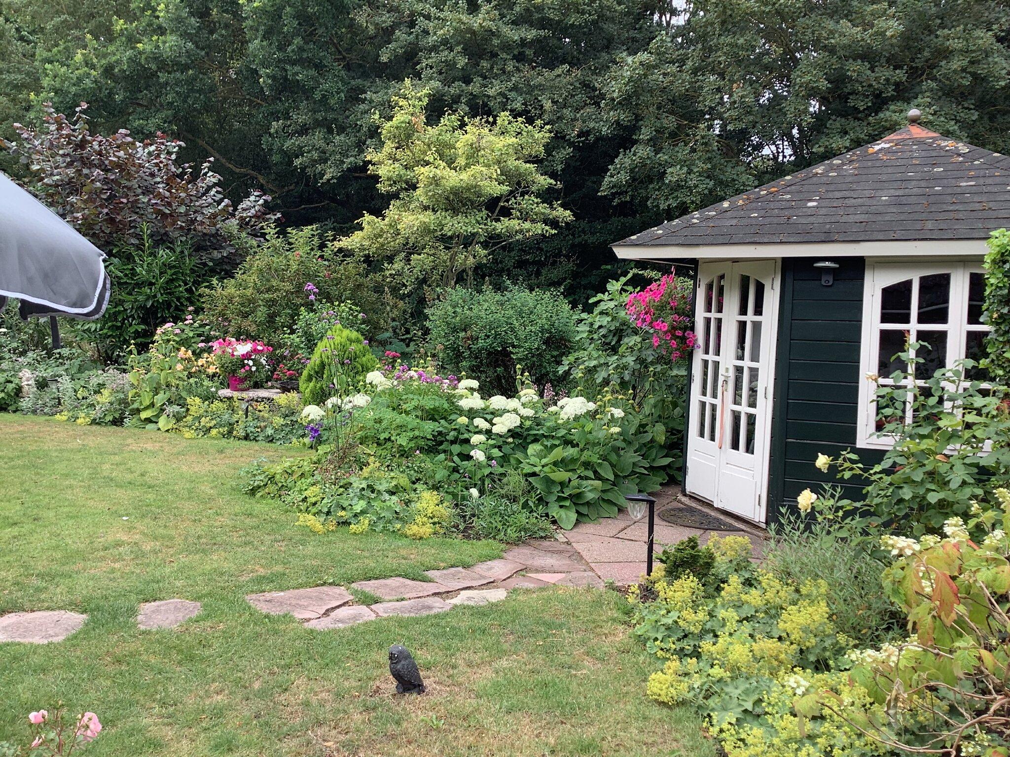 Blick von Ihre Terrasse auf unseren Garten