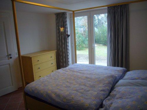 Schlafzimmer mit Zugang zum Garten...