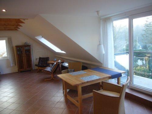 helles und großes Wohnzimmer