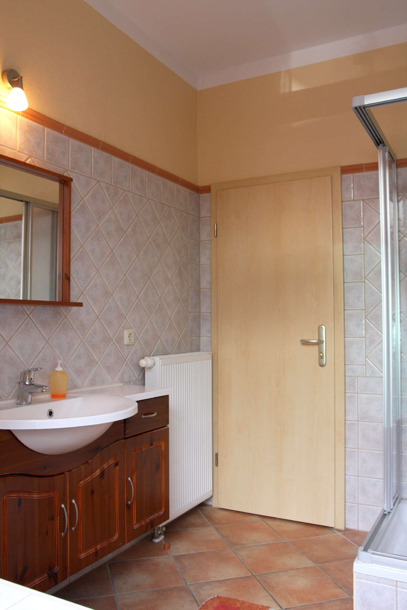 Bad mit Dusche WC und Fenster