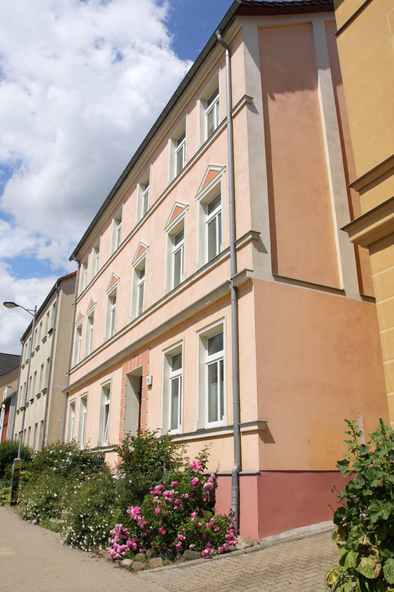 """""""WEISSE ROSE"""" Terrasse auf dem Innenhof"""