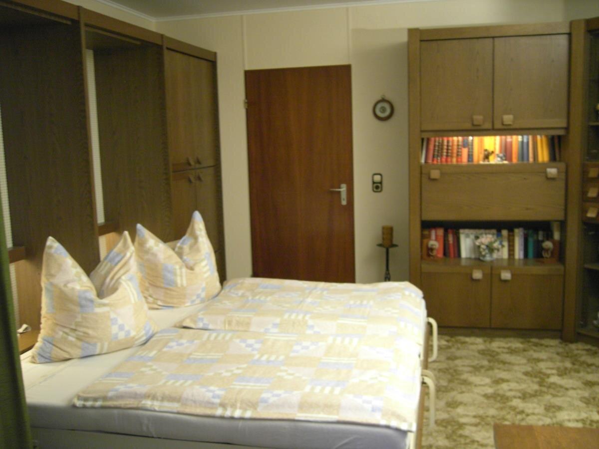 FW. Rose Wohnzimmer mit 3+4 Bett