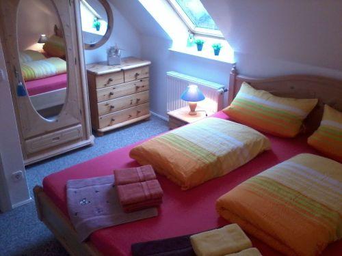 Freundlich helles Schlafzimmer