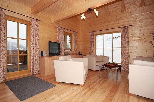 Das Wohnzimmer mit Wintergartenzugang