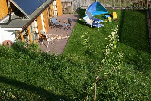 Terrasse vor Spielezimmer und Wellness