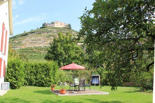 Garten mit Blick zur Burg