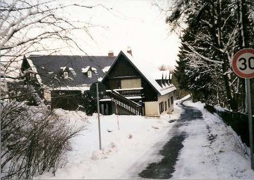 Das Quartier im Winter am Waldweg