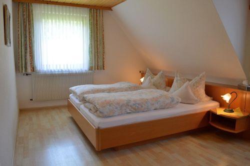 1. Schlafzimmer: Ansicht Bett