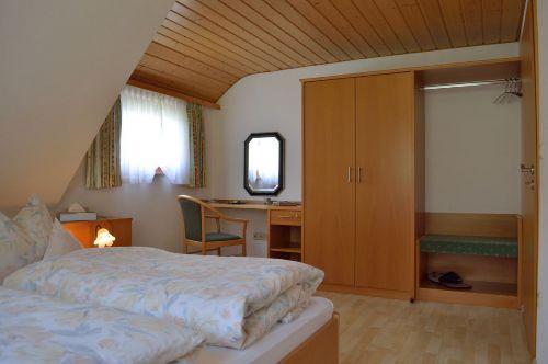 1. Schlafzimmer: Ansicht Schrank