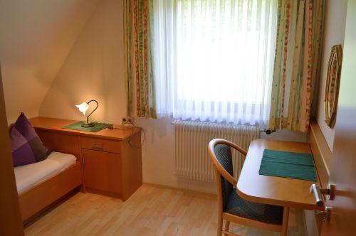 2. Schlafzimmer: Ansicht Tisch