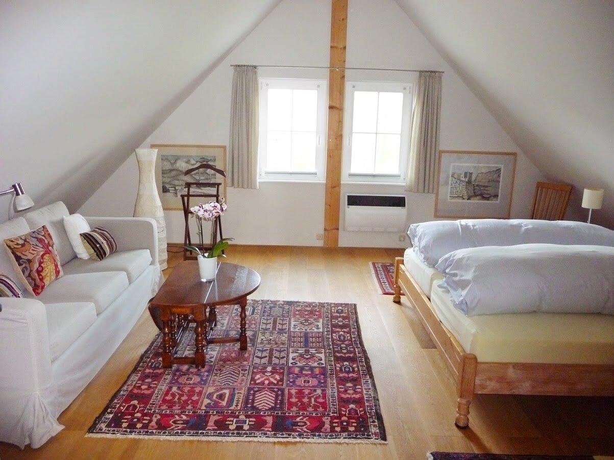 Wohnzimmer mit T�r zum Schlafzimmer