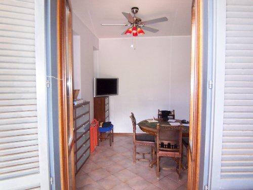 Blick vom Balkon ins Wohnzimmer