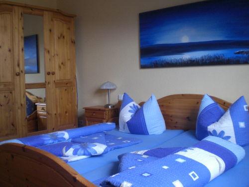 Schlafzimmer 2x2 m Bett