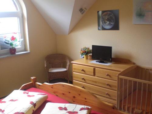 Schlafzimmer mit Kinderbett 70x140 cm
