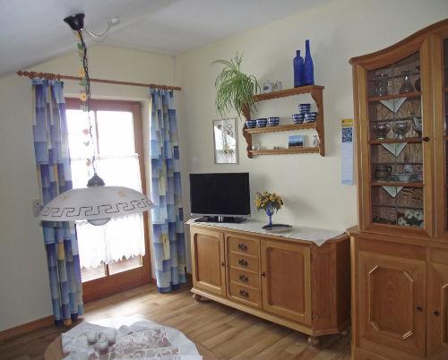 Wohnzimmer mit Zugang zum S�dbalkon