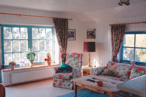 Blick in den romantischen Wohnbereich.