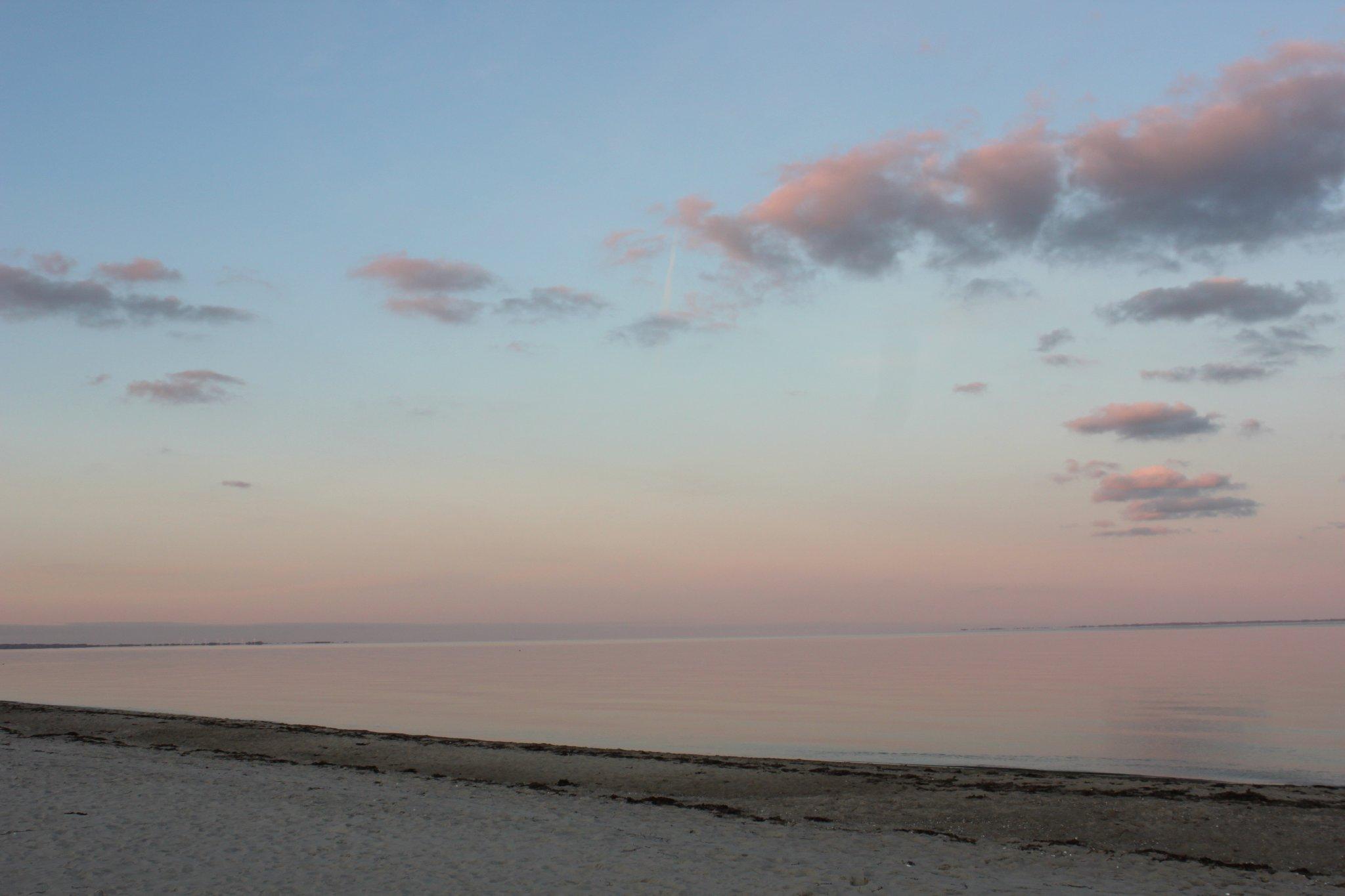 Geh- und Radweg entlang des Strandes