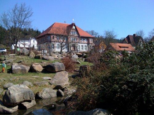 Kurpark mit Rathaus von Schierke
