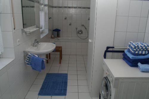 Südterrasse mit Gartenteich und Pavillon