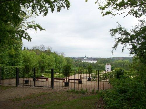 Fürstengarten mit Globushaus und Schloss