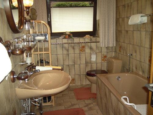 Bad - mit Duschkabine, Wanne und WC