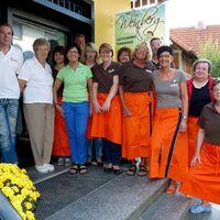 Vermieter: Sonja Schmidt (4. von links) mit Team