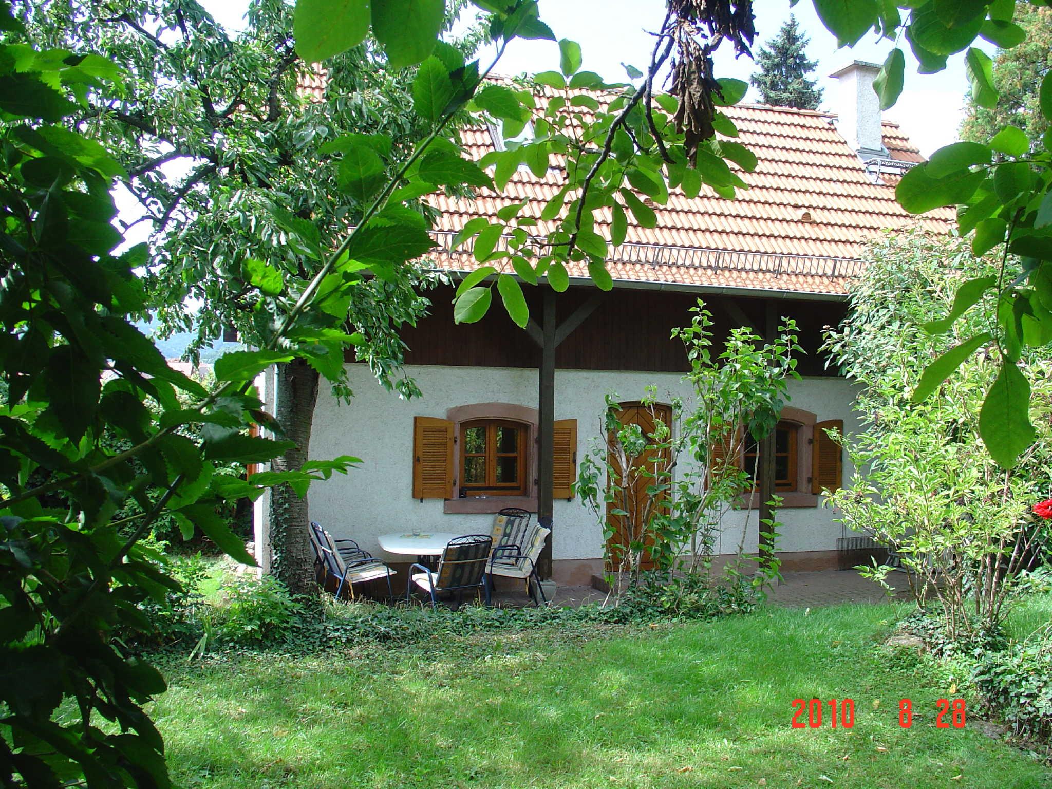Blick auf Garten, Haus und Haardtgebirge