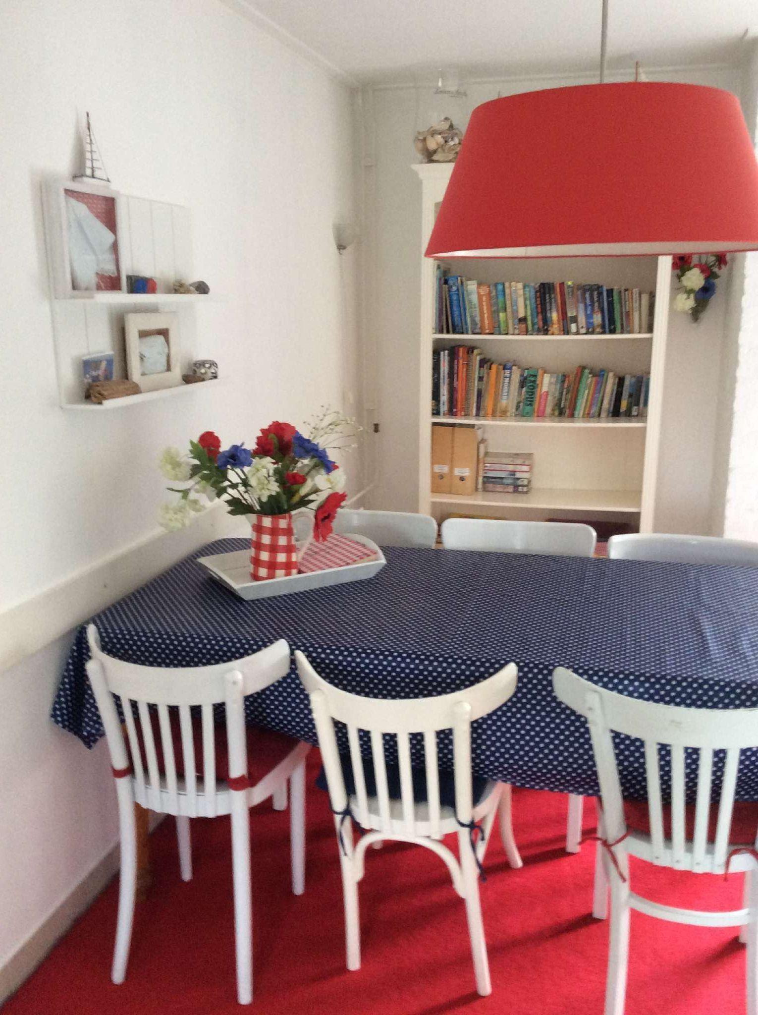 Hochwertig ausgestattete neue Küche-2011