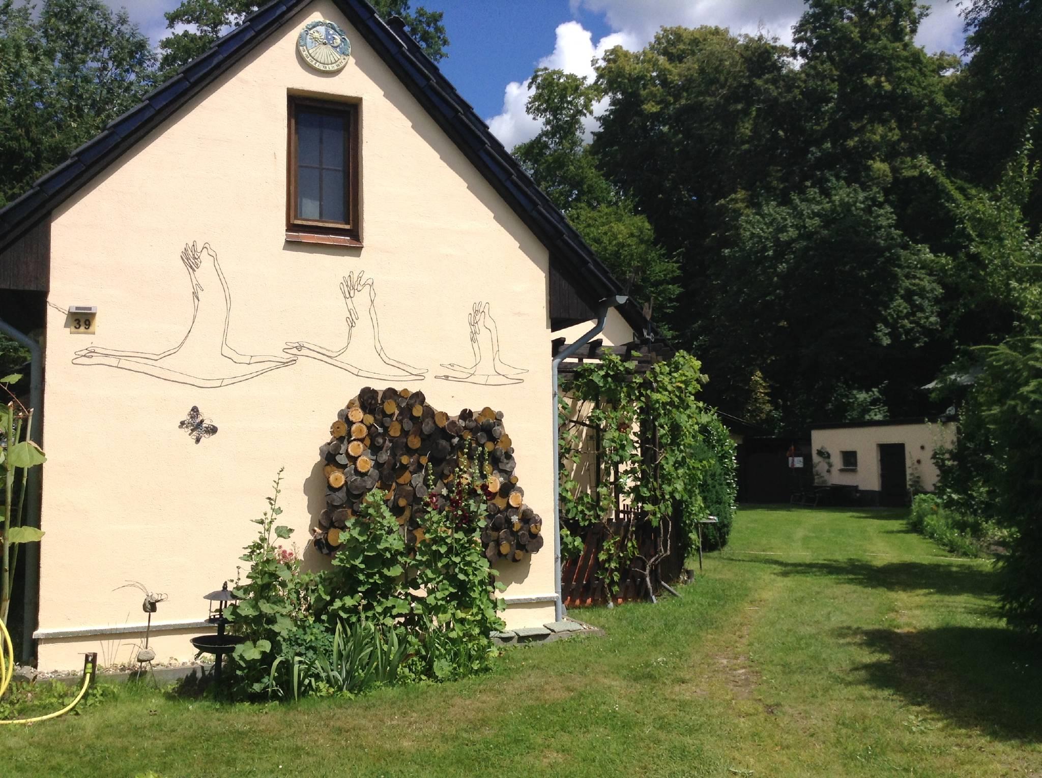 Einfahrt z. Ferienhaus in den Gutspark