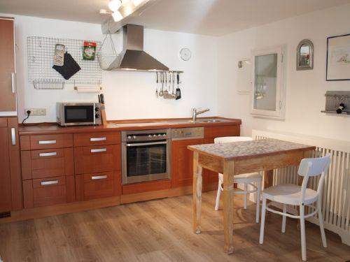 Küche mit kl. Essplatz