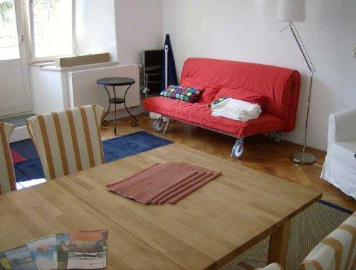 Wohnzimmer vom Tisch aus